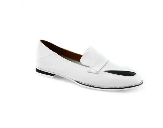 Baltos spalvos moteriški bateliai