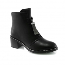 Black colour women winter shoes