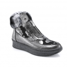 Grey colour women winter shoes